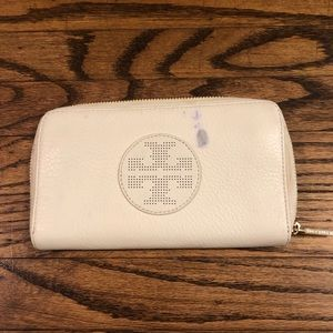 Tory Burch White Kipp Zip Top Wallet Perforated